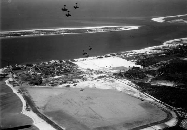 airplanes-dive-over-nas-pensacola
