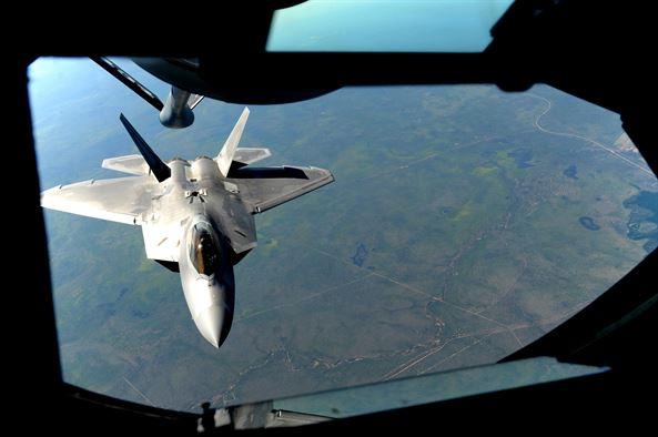 f-22-refueling-australia