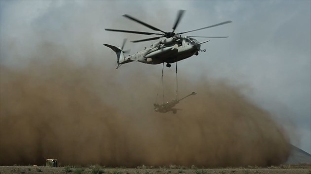 marine-corps-helicopter-artillery-lift