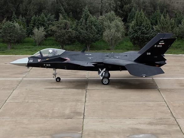 iranian-IAIO_Qaher-313_first_prototype_taxing_test