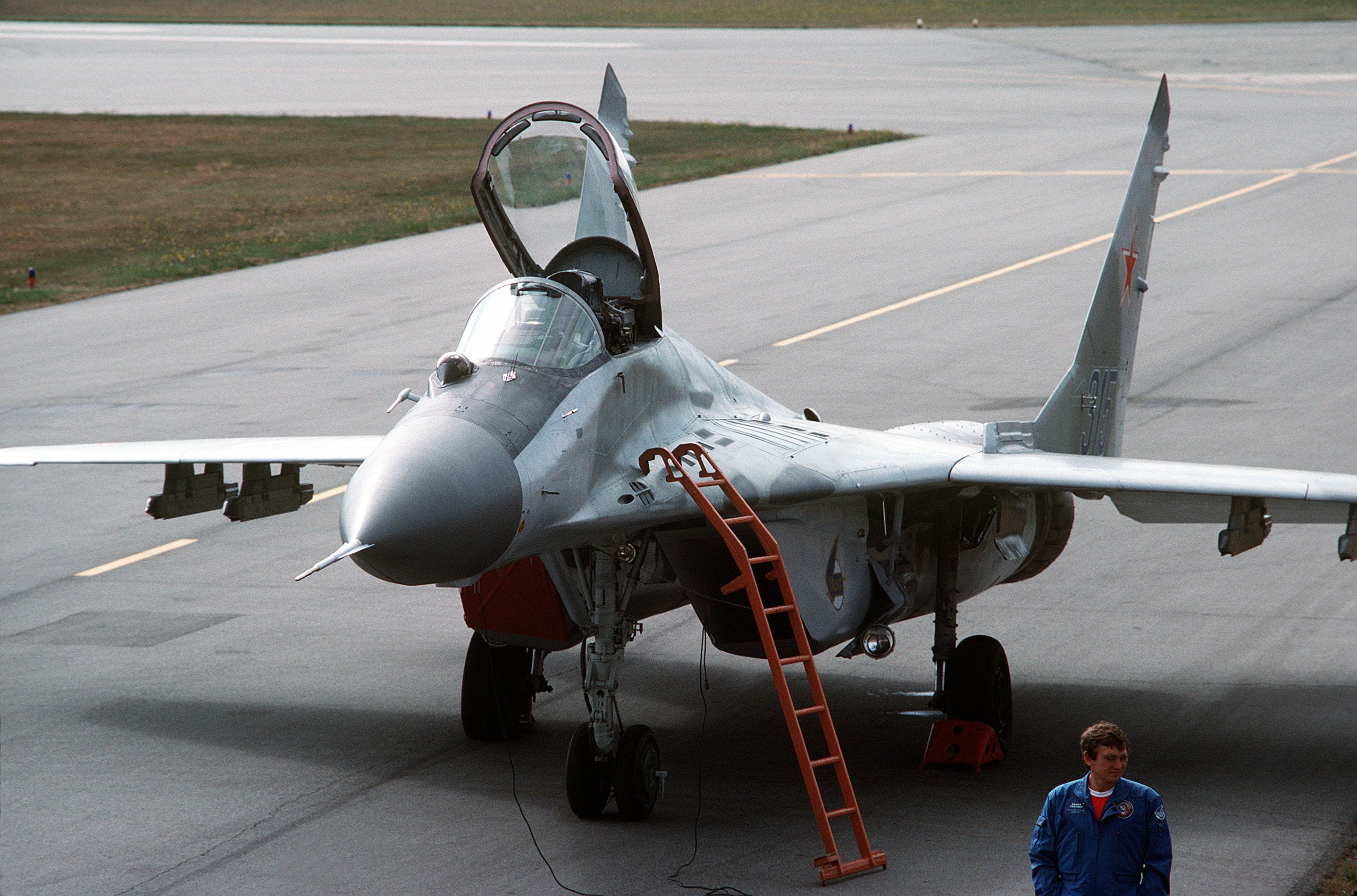 mig-29 catches fire on takeoff