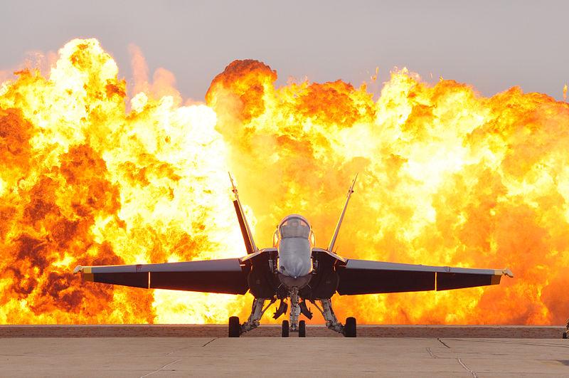 f-18-Wall_of_fire_pyrotechnics_at_MCAS_Miramar_Air_Show