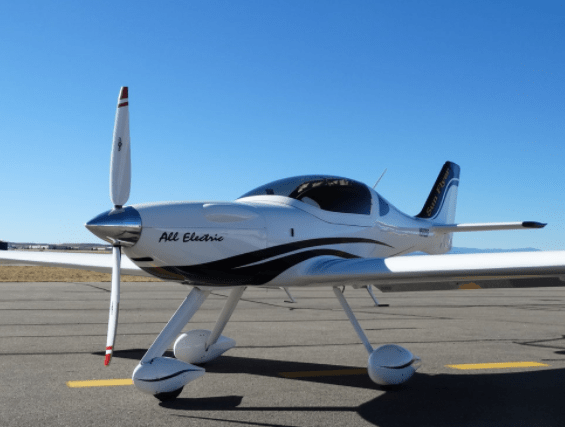 sun_flyer_electric_airplane_trainer