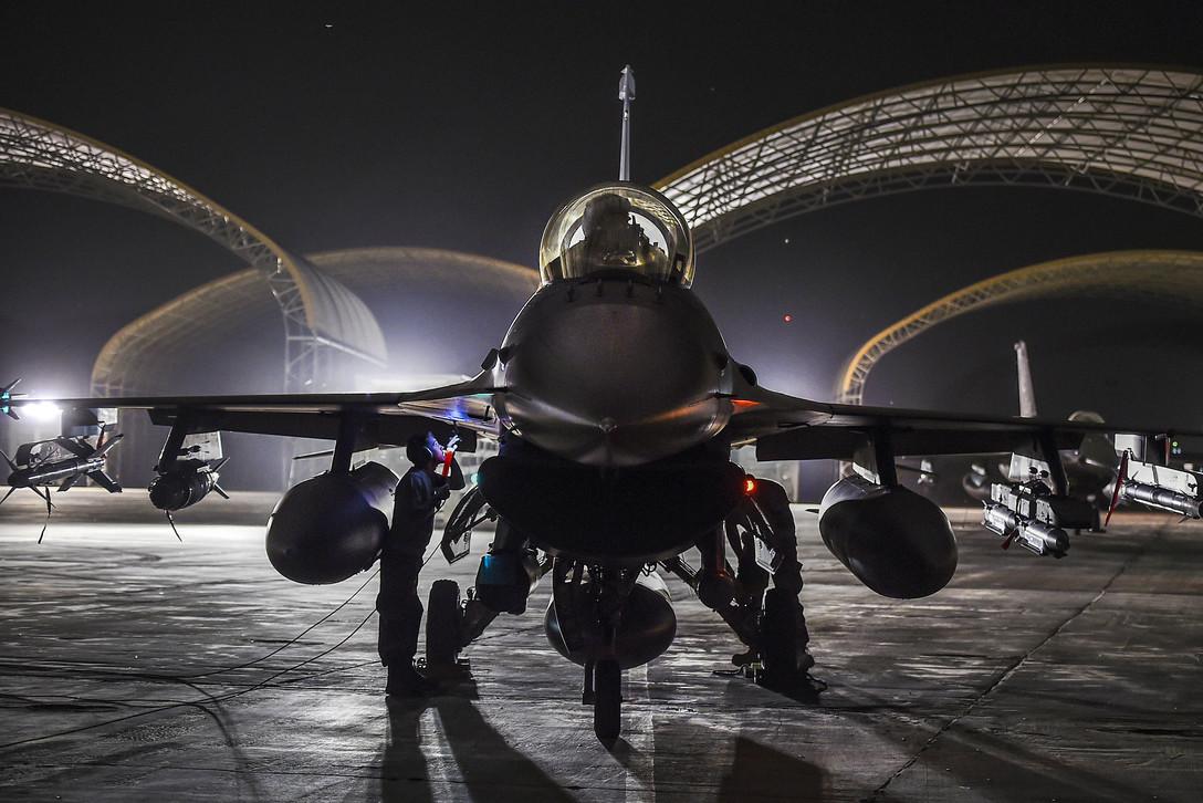 Air Force Lt. Col. Bryan Meek 2000 Hours in the F-16