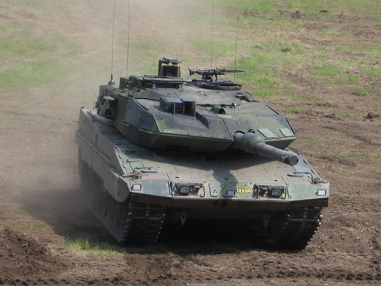 leopard 2a5 tank fighting. Black Bedroom Furniture Sets. Home Design Ideas