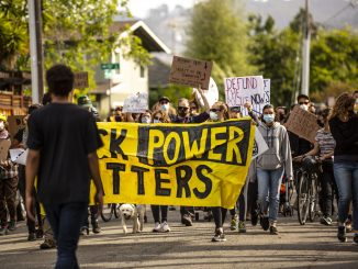 Defund the Police Coalition marches to an Oakland City Council member's home