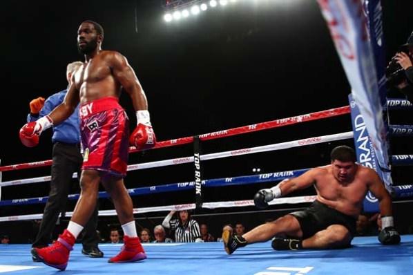https://i1.wp.com/fightnews.com/boxing/JenningsKnockdown.jpg?w=598&ssl=1