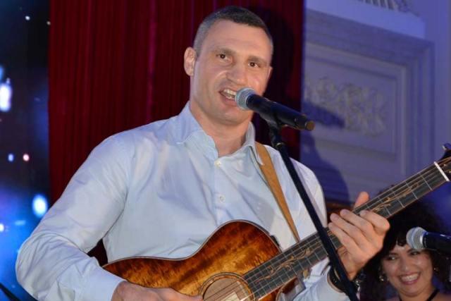 Vitali Sings
