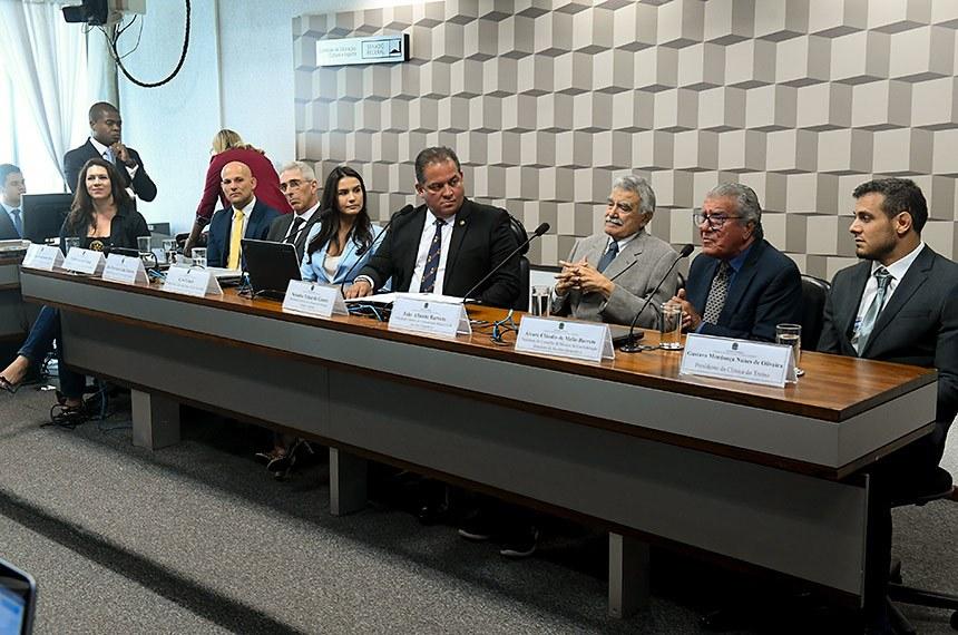 Senador Eduardo Gomes preside debate sobre Jiu-jitsu no ensino fundamental. Foto: Marcos Oliveira/Agência Senado. Fonte: Agência Senado