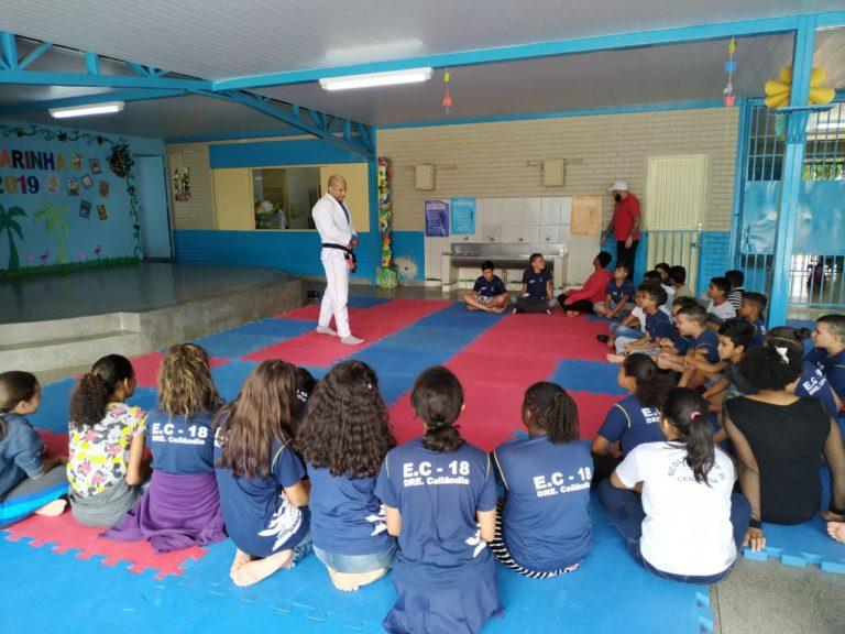 Projeto social com Jiu-jitsu leva prevenção, orientação e conscientização aos estudantes para uma vida saudável e longe das drogas.