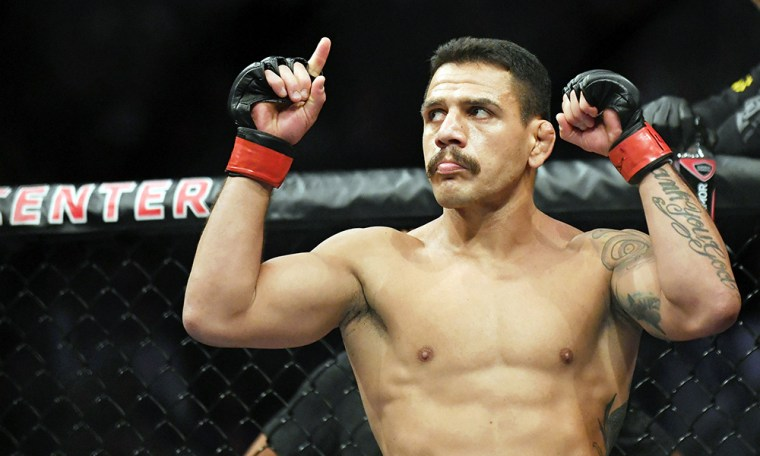Rafael Dos Anjos sees the point in fighting Conor McGregor if he beats Felder.