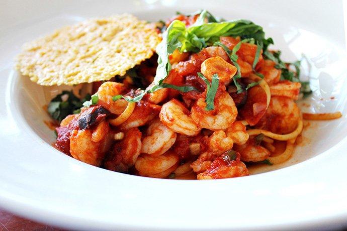 Spaghetti com camarão à putanesca_F&F