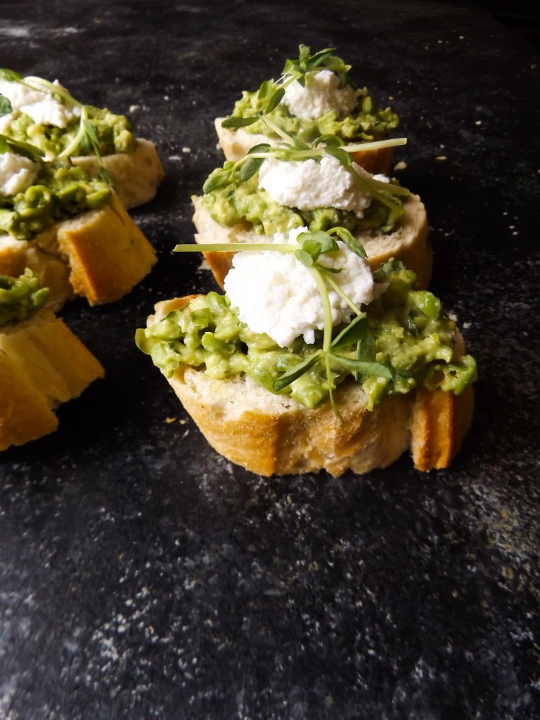 avocado pea crostini