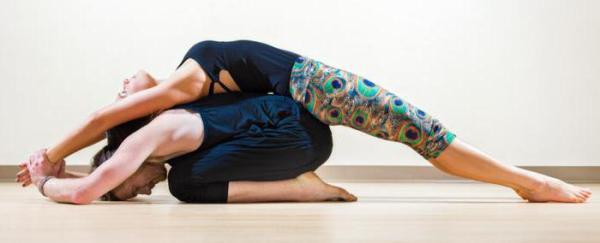 Йога челлендж для двоих