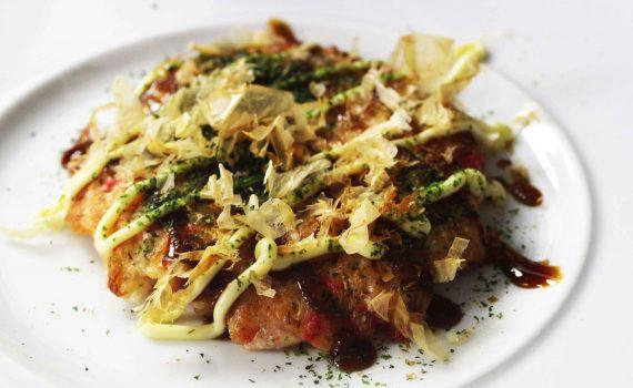 recept voor Okonomoiyaki Okonomiyaki Osaka style Okonomiyaki met garnalen Okonomiyaki maken Okonomiyaki bereiden japanse streetfood japans eten gerecht Okonomiyaki