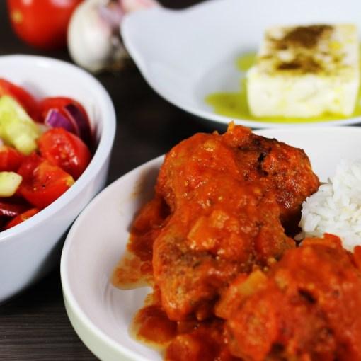Soutzoukakia recept Recept Griekse salade keftedakia recept Griekse maaltijd Griekse boerensalade Grieks recept Grieks hoofdgerecht Grieks eten gehaktballen in tomatensaus Grieks