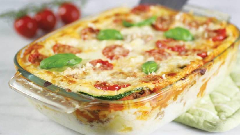 Lasagne met gehakt, bechamelsaus, verse tomatensaus, courgette en veel meer