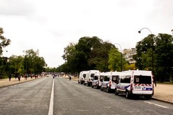 Arrivé par la place de l'Étoile, je croise quelques camions de Police. Je n'en verrai plus jusqu'au Trocadéro.