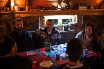 Les responsables du bureau humanitaire de l'association nous y rejoignent pour le diner. L'occasion de les découvrir un peu plus au calme.