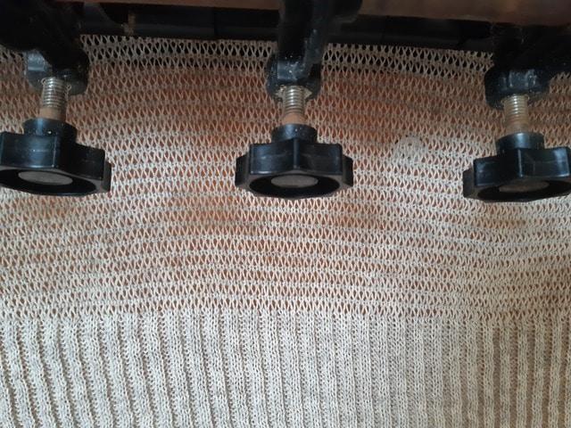 tricot sur machine par dessous