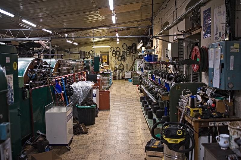l'usine de la filature en 2021 vue sur la fileuse et la carde