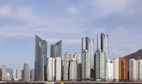 A panoramic view of Marine City in U-dong, Haeundae-gu, Busan.  It is Busan's representative wealthy village, with high-rise apartments concentrated.   [사진출처=연합뉴스]