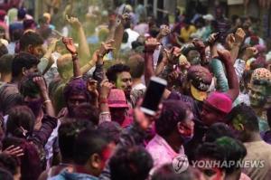 인도 일일 진단, 반년 만에 최고… '경제 수도'뭄바이 주말 봉쇄 (종합)