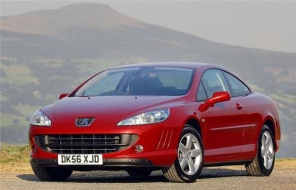 Angular front of a Peugeot 407 coupe