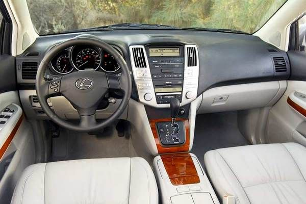 the 2005 Lexus RX330 from the fron seat row
