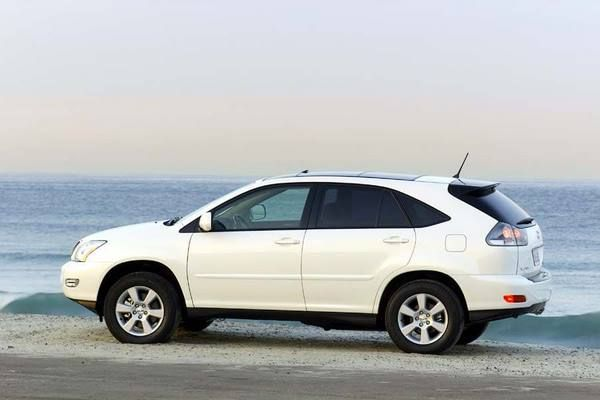 The 2005 Lexus RX330 side view