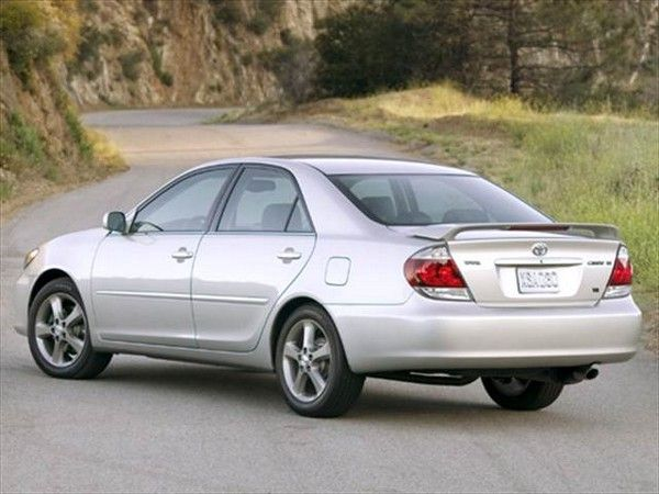. Toyota Camry 2005 angular rear