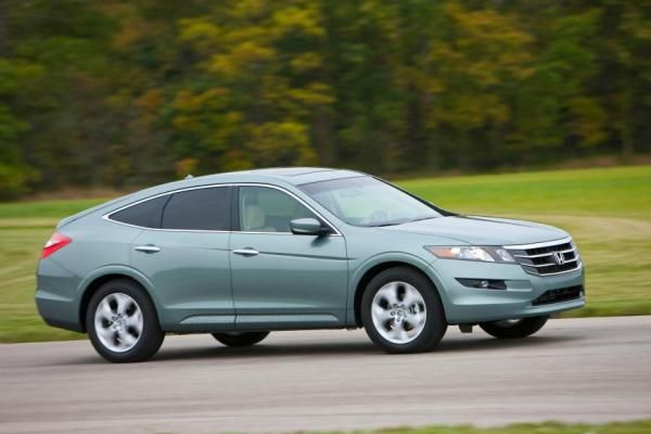 Honda Crosstour 2010 on the road