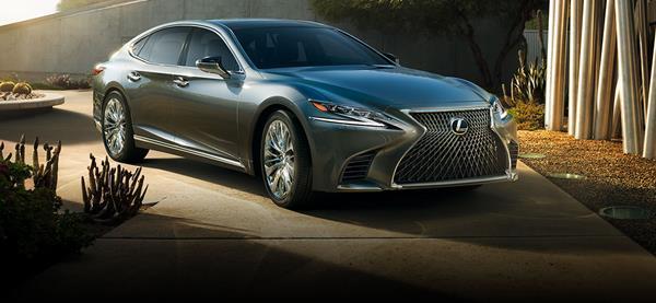 Lexus LS angular front