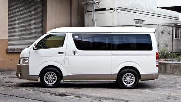Toyota Hiace 2017 side view