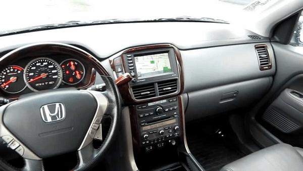 Cabin-of-the-Honda-Pilot-2006