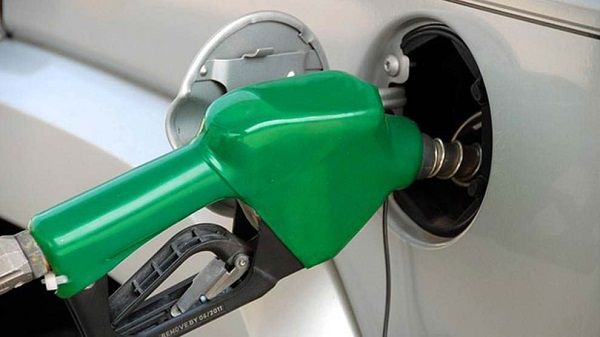 image-of-fuel-tank-being-filled-by-a-pump