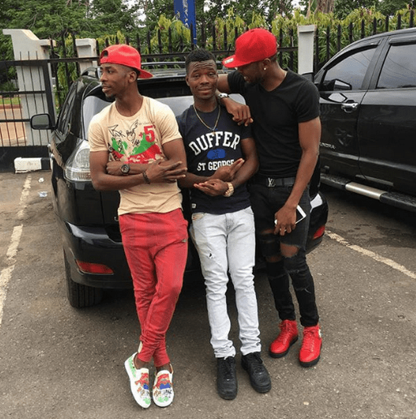 iheanacho-posing-with-his-cars-and-his-friends