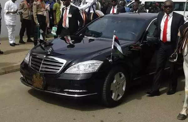 Nigerian-president's-official-car-being-escorted