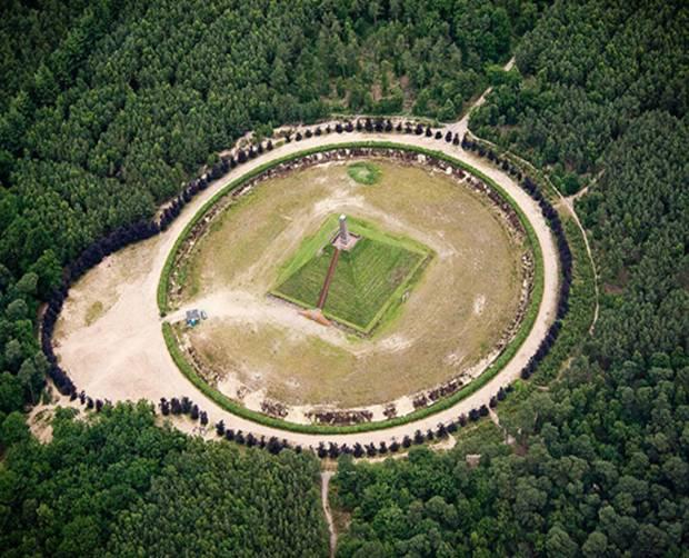 kim tự tháp duy nhất ở Châu Âu