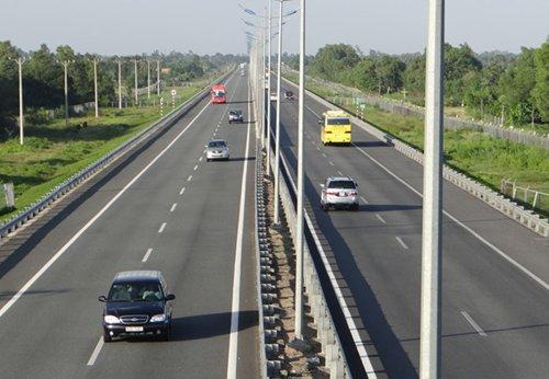 Kiến nghị đầu tư 220.000 tỷ đồng cho dự án cao tốc Bắc Nam