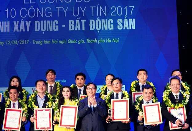 Đất Xanh Group đạt giải thưởng top 10 chủ đầu tư uy tín 1