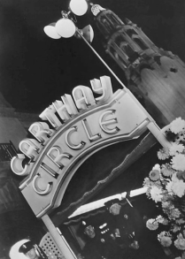 Carthay Circle Theater in 1937 during the premiere of High, Wide and Handsome.