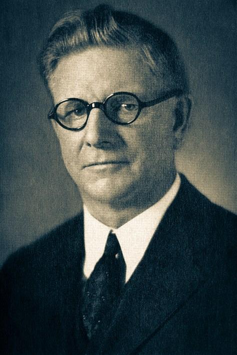 O pastor Oliver Montgomery (1870-1944) presidiua Divisão Sul-Americana a partir de fevereiro de 1916,indo até o fim de maio de 1922, quandofoi nomeado presidente da DivisãoNorte-Americana.