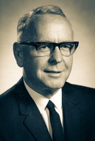 O pastor Roger Anderson Wilcox (1911-2002) era presidente da Divisão do Oriente Médio quando foi eleito na assembleia mundial de 1966 para liderar a Divisão Sul-Americana, mas havia trabalhado muitos anos no Brasil, estando bem familiarizado com a América do Sul. Seu período administrativo se estendeu de junho de 1966 a junho de 1975.
