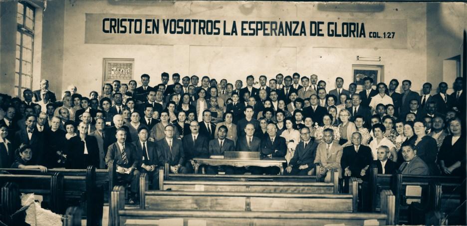 Encuentro de la Asociación Chilena en la Iglesia Porvenir, Santiago, en la década del cincuenta.