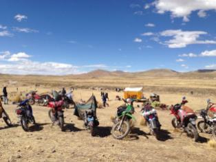 Motos listas para llevar esperanza a las comunidades más alejadas del sur de Perú.