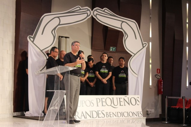 Pr. Erton Kohler, líderes y departamentales de la División Sudamericana.