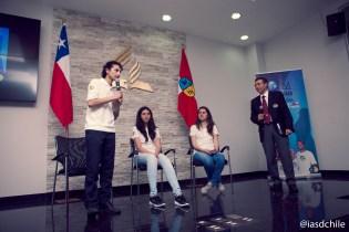 """Daniel, explicando en qué consiste el proyecto """"Un Año en Misión, Codegua"""". Daniel participó de """"Un Año en Misión, Uruguay"""". ©Alfredo Müller"""