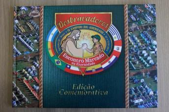 Clubes-recebem-album-comemorativo-do-IV-Campori-Sul-Americano8