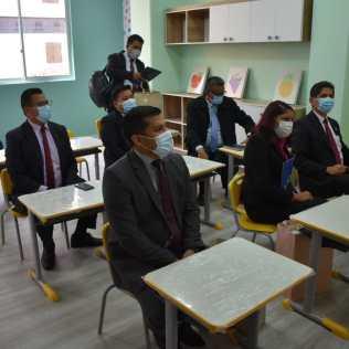 Autoridades en aula